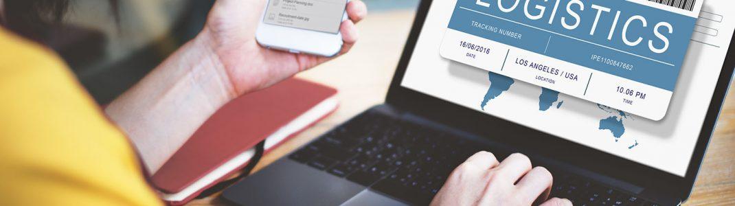 Daten auf Notebook und Smartphone in der Logistikbranche