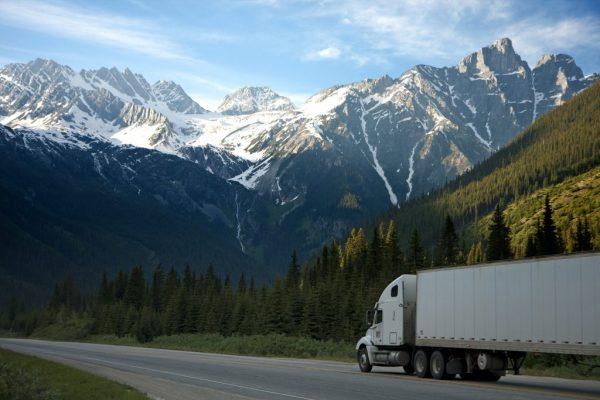 Einsatz von Tracking-Systemen für die Kontrolle der Transporte von Waren und Gütern.