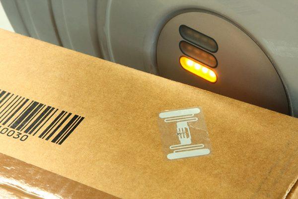 RFID Tag auf Paket