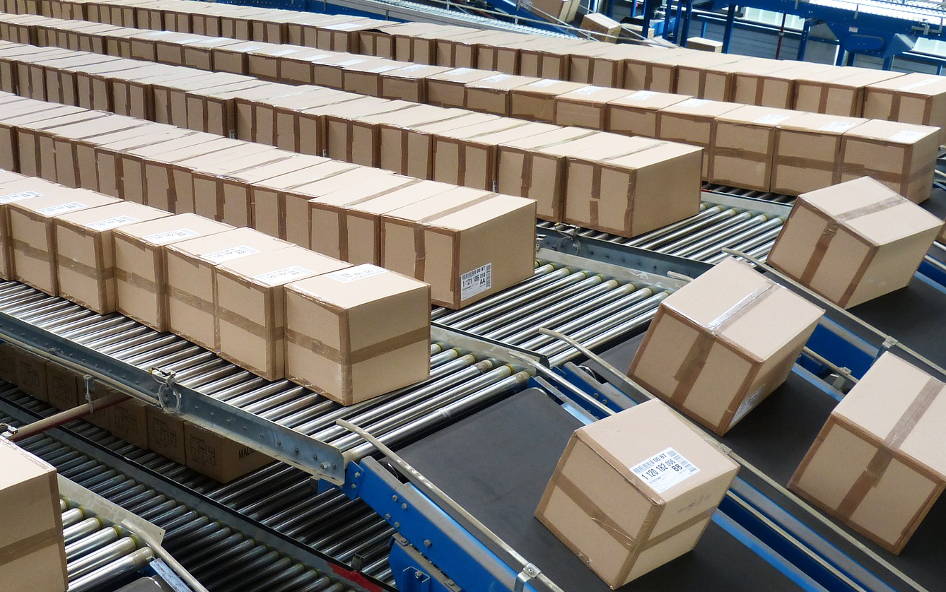 Conveyor belt with online orders for parcel delivery